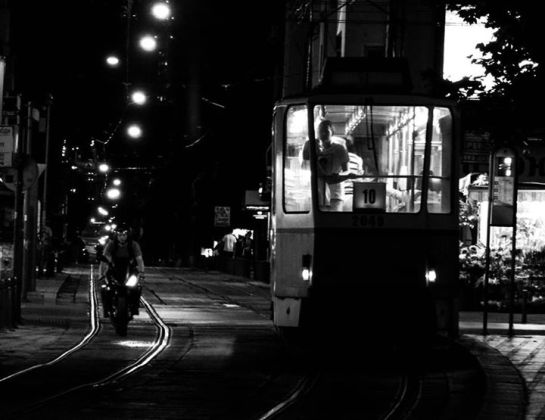 "Трамвай номер десет в десет през нощта. — в/във Площад ""Славейков""."